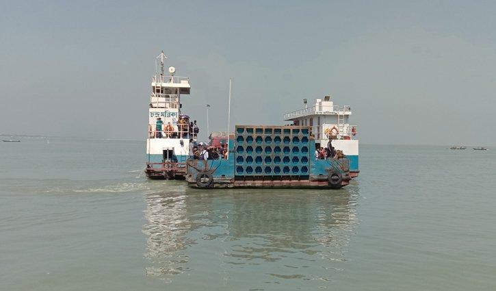 Low pressure of passengers in Paturia, 2 ferries ply