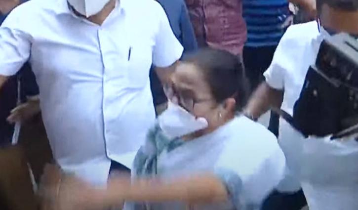 Arrest me: Mamata tells CBI after 4 TMC leaders held
