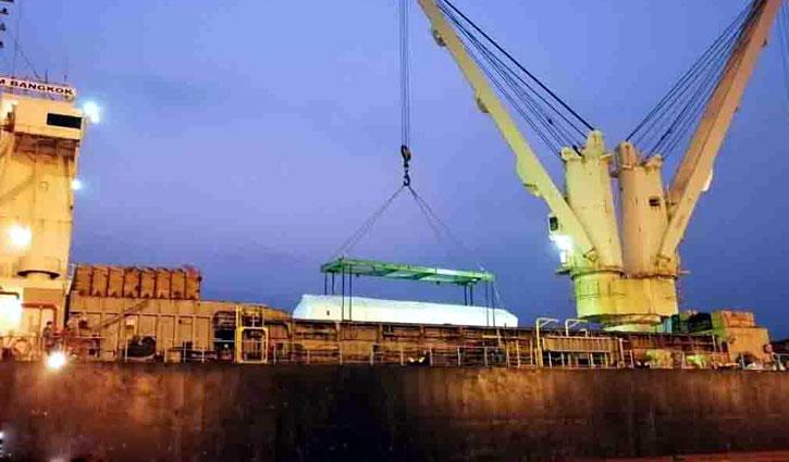 6 Metrorail bogies at Mongla port: Unloading begins