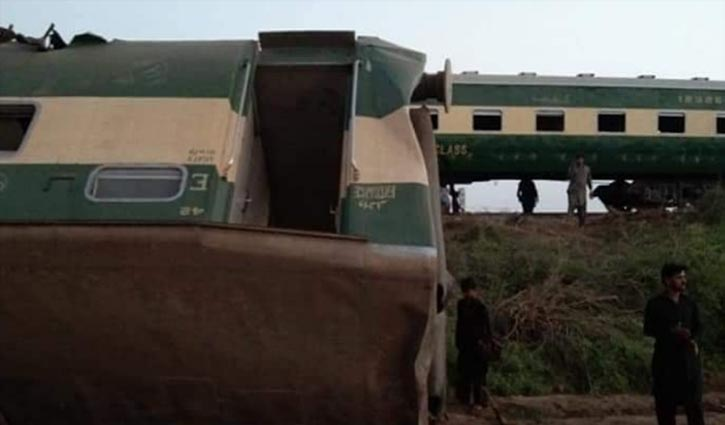 Collision of two trains kills 30 in southern Pakistan