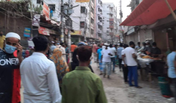 City alleys crowded, shops set up every road junction