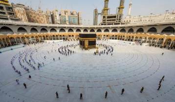 Saudi Arabia considers barring overseas haj pilgrims again