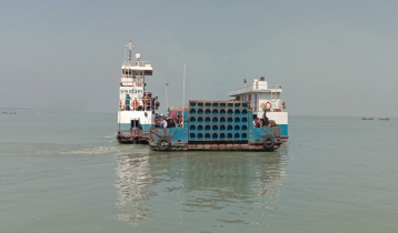 Low pressure of passengers in Paturia, 2 ferries ply