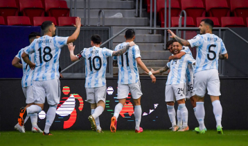 Gomez scores as Argentina seal Copa America knockout place