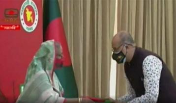PM Hasina distributes Swadhinata Padak