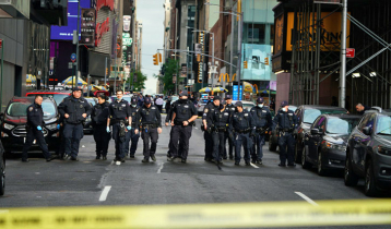 Three shot in clash between two groups in New York