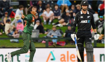 New Zealand lose five wickets