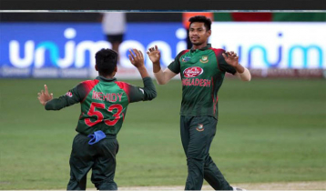 New Zealand lose four wickets