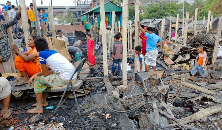 Hundreds of shanties gutted in Tongi fire