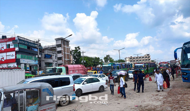 Crowds of Dhaka-bound people, long traffic jam at Aminbazar