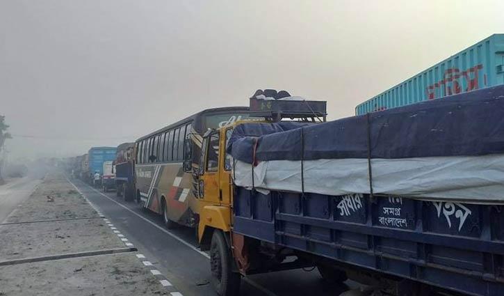 টাঙ্গাইল-বঙ্গবন্ধু সেতু মহাসড়কে ২০ কিলোমিটার যানজট