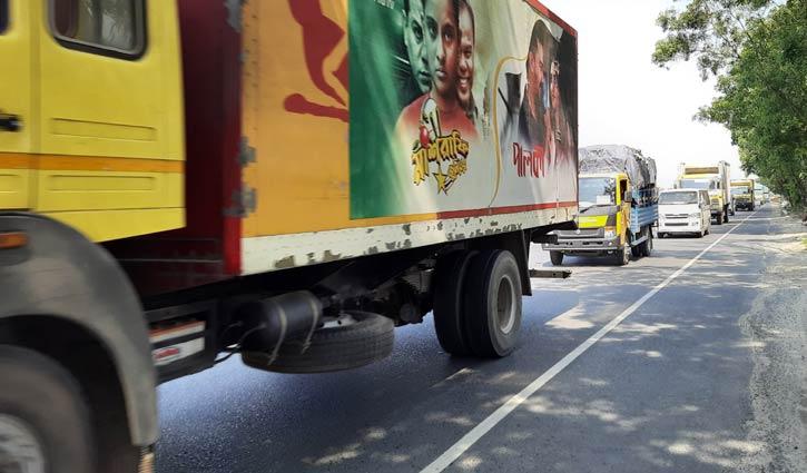ঢাকা-টাঙ্গাইল-বঙ্গবন্ধু সেতু মহাসড়কে যানবাহনের চাপ বেড়েছে