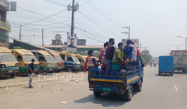 ট্রাক-পিকআপ দেখলেই থামানোর চেষ্টা যাত্রীদের