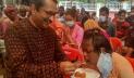 প্রতিবন্ধী শিক্ষার্থীদের মিষ্টি খাইয়ে প্রধানমন্ত্রীর জন্মদিন উদযাপন