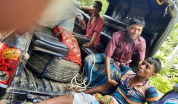মাইক্রোবাসের এয়ার ফিল্টার বিস্ফোরণে ৪ পুলিশ আহত