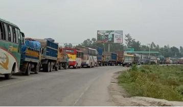 ১৫ ঘণ্টা ধরে যানজটে অচল সিরাজগঞ্জ মহাসড়ক, ভোগান্তি