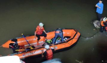 নদী পরিচ্ছন্নতা অভিযানে গিয়ে পানিতে ডুবেছে ১০ শিক্ষার্থী