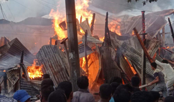 গোপালগঞ্জে অগ্নিকাণ্ডে পুড়ে ছাই ৭টি দোকান