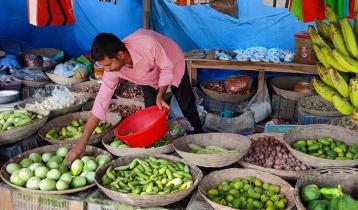 ধামইরহাটে লাগামহীন সবজির বাজার
