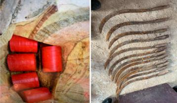 মেহেরপুরে ৫টি বোমা সাদৃশ্য বস্তু ও ১২ অস্ত্র উদ্ধার