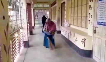 সখীপুরের ৭৯ বিদ্যালয়ে নেই দপ্তরি, পরিচ্ছনতায় নেমেছেন শিক্ষকরা