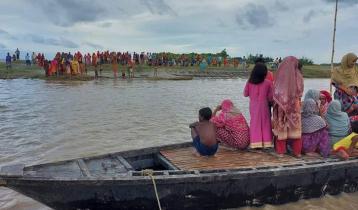 পদ্মায় নৌকাডুবি: স্থানীয়রাও বন্ধ করল উদ্ধার অভিযান