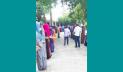 শিক্ষার্থীদের দাঁড় করিয়ে সংবর্ধনা নিলেন গোলাম মাহফুজ