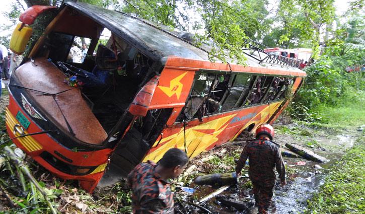 4 killed in Magura road crash