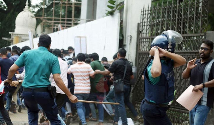 Police charge baton to disperse E-orange customers