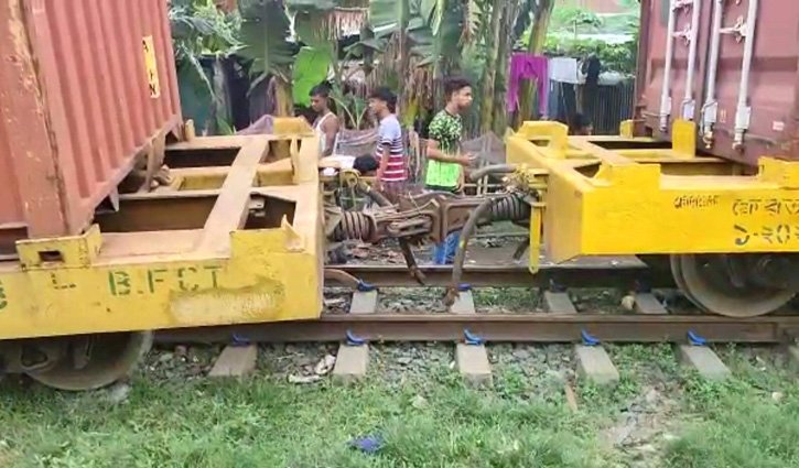 Dhaka's rail communication with rest of the country snapped