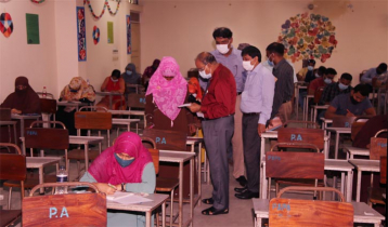 IU holds exams physically
