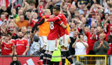 Ronaldo scores twice on second Man Utd debut