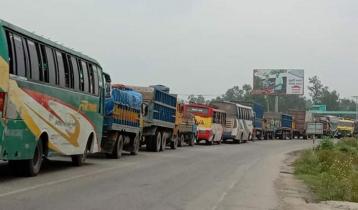 Long traffic jam on Sirajganj highway, passengers suffering