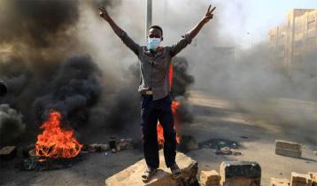 Sudan`s military dissolves civilian government