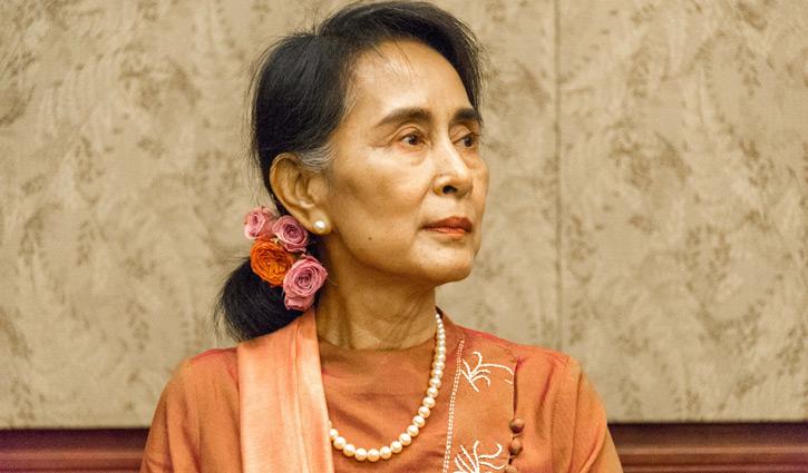 Suu Kyi returns to court despite illness