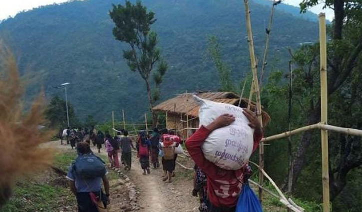 Myanmar town bordering India sees exodus as thousands flee fighting