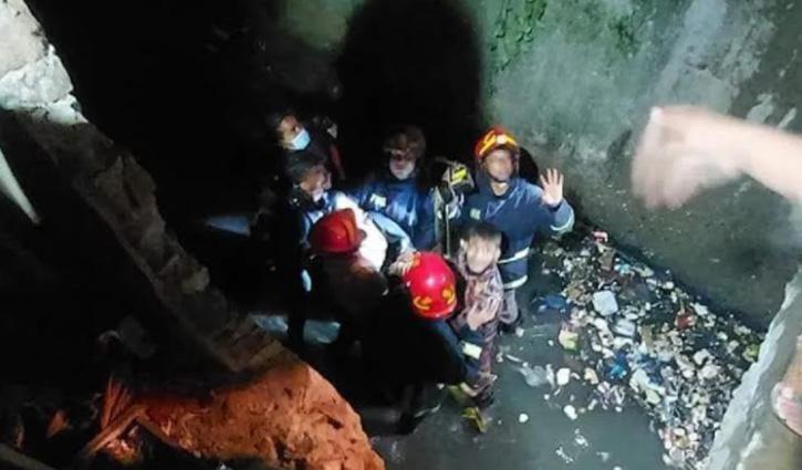 চট্টগ্রামে ড্রেনে পড়ে নিখোঁজ কলেজছাত্রীর লাশ উদ্ধার